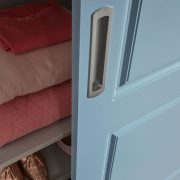Klassieke blauwe deuren handgreep
