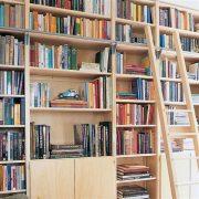 Lundia Original boekenkast met trap1