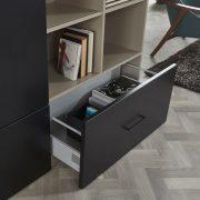 JPG-Raffito wandkast_foliedeur zwart greep Caldero nero_Interieur steengrijs-detail lade